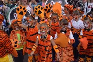 Около 2000 уссурийцев приняли участие в праздничном шествии в День тигра