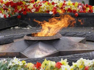 Возложение цветов к памятнику воинам-уссурийцам
