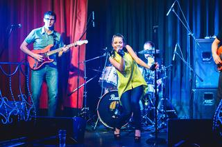 Люся - «Дороже золота» - Алексеенко выступила на вечеринке в D&M