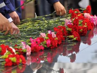 Возложение цветов к памятнику на «Алее Славы»
