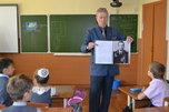 В Уссурийске полицейские и ветеран МВД провели для школьников патриотический урок