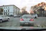 Жесткий момент, как автобус подминает седан в Приморье, попал на видео