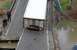 Водитель большегруза, под которым рухнул мост в Осиновке, останется под домашним арестом до конца февраля