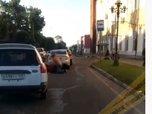 Видео: двое мужчин устроили драку на оживленной дороге в Приморье