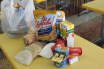 В школах Уссурийска началась выдача продуктовых наборов