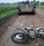 Под Уссурийском транспортёр-тягач насмерть сбил мотоциклиста