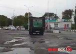 Автомобилисты Приморья отказываются от заправки на Альянсе из-за отвратительного состояния асфальта на АЗС