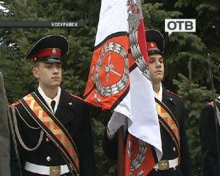 Уссурийскому суворовскому военному училищу вручено новое знамя