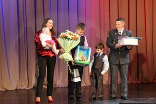 Уссурийская полиция приняла поздравления в день своего профессионального праздника