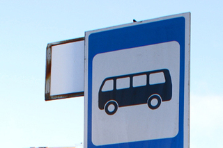 Пьяный водитель в Уссурийске въехал в автобусную остановку и набросился на полицейского