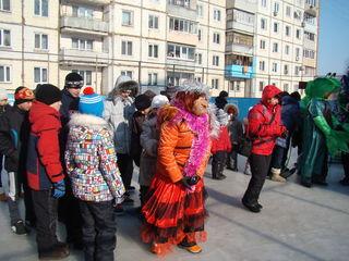 Жители дома по улице Пархоменко отметили Новый год во дворе своего дома