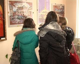 Персональная выставка педагога художественной школы Вероники Кочегаровой открылась в городском музее