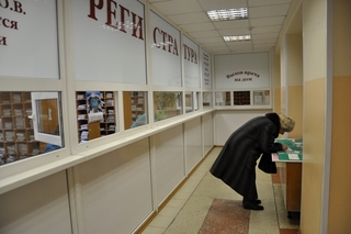 Подходы к поликлиникам Уссурийска оборудуют тактильной плиткой