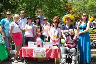 Волонтеры поздравили детей 1 июня