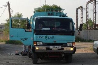 Водитель мусоровоза на спор поставил спецмашину на дыбы в Уссурийске