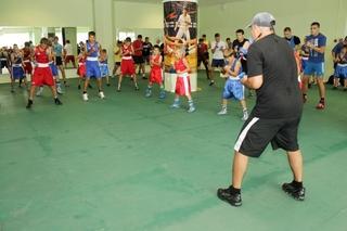 Костя Цзю довел уссурийских боксеров до изнеможения