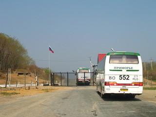 Автобус с китайскими детьми более 5 часов продержали в пункте пропуска