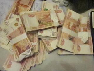 Уссурийские таможенники задержали иностранца с пятью миллионами в колготках