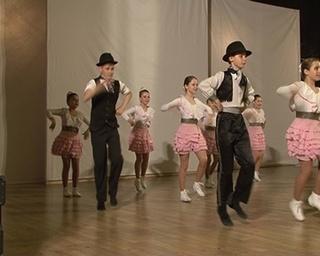 Воспитанники Аллы Тузюк сделали подарок своему руководителю. Танец