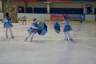 Сказку на льду показали воспитанники федерации фигурного катания Уссурийска