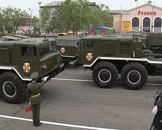 Парад войск и «вальс автомобилей» на центральной площади 9 мая