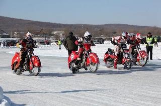 Первый этап краевых мотогонок на льду прошел под Уссурийском