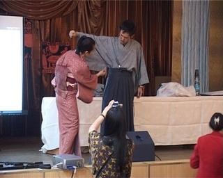 Уссурийские студенты примерили японское кимоно