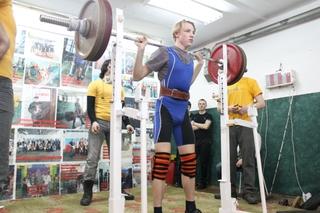 Тяжелоатлет из Уссурийска на соревнованиях по пауэрлифтингу поднял штангу весом 280 кг