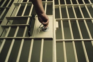 Инспектор ИК №41 подозревается в передаче наркотиков осужденному в Уссурийске