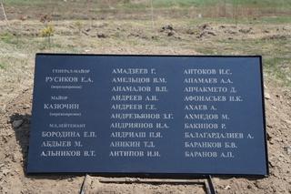 Первые живые цветы появились на старом воинском захоронении в Уссурийске