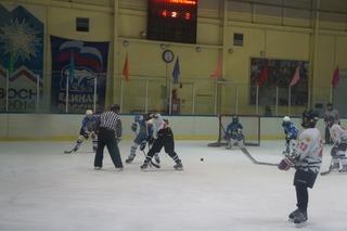 В День Победы в Уссурийске сыграли в международный хоккей