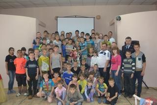 Cотрудники полиции и члены Общественного Совета навестили воспитанников детского дома в Уссурийске