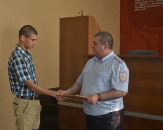 Студента отблагодарили за задержание грабителя в Уссурийске