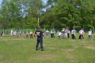 Акция «Зарядка со стражем порядка» прошла в летнем лагере в Уссурийске