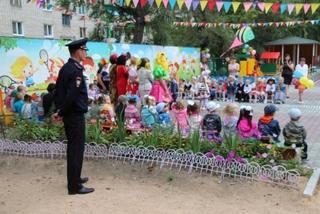 Транспортные полицейские следили за порядком во время торжественной линейки в Уссурийске