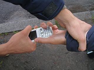 В Уссурийске полицейские раскрыли кражу мобильного телефона у школьника