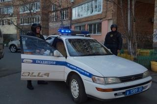 41-летний мужчина, угрожая ножом, похитил из бокса машину в Уссурийске