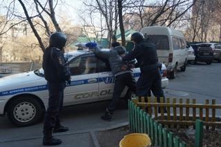 Полиция Уссурийска задержала мужчину, который украл деньги у предпринимателя