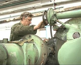 На авторемзаводе чинят отечественное авто и производят минитракторы