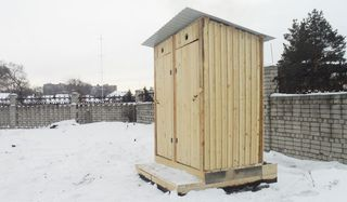 Для жителей домов Уссурийска с низкой степенью благоустройства установили 15 новых туалетов