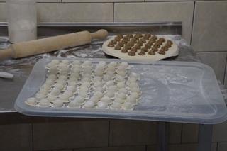 Заключенных в колонии строгого режима Уссурийска кормят пельменями и копченостями