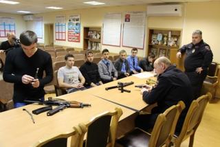 «Студенческому десанту» понравилось в транспортной полиции Уссурийска