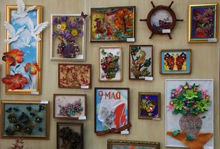 Выставка «Вернисаж талантов» открылась в центре детского творчества Уссурийска