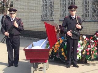 Сотрудники полиции прощаются с погибшим коллегой в Приморье