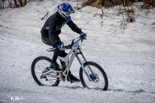 Велоэкстремалы из Владивостока, Артема и Уссурийска проводили зиму «Снежной дуэлью»