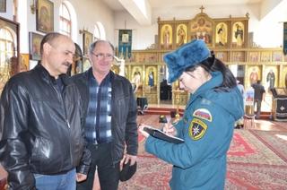 В преддверии Пасхи сотрудники госпожнадзора проводят профилактические мероприятия в храмах Приморья