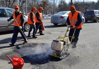 На дорогах Уссурийского городского округа начался ямочный ремонт