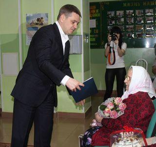 Со 102-летним днем рождения поздравил глава администрации старейшую жительницу Уссурийска