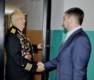 С окончанием Второй мировой войны уссурийских ветеранов поздравил глава администрации