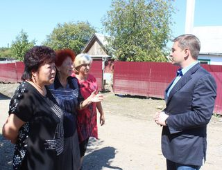 Глава администрации УГО встретился с жителями района Пушкинского моста